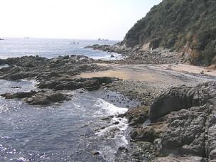 棚橋(たなばし)の浜より望む南風ヶ崎(まぜがさき)